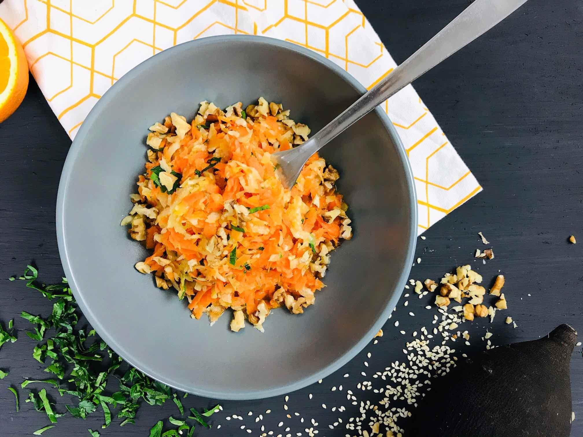Salata de ridichi negre cu morcovi si dressing de portocala